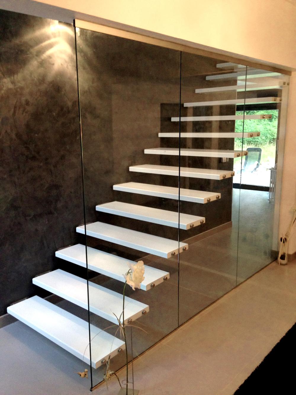les escaliers modernes escalier moderne tout savoir sur les escaliers modernes les 25. Black Bedroom Furniture Sets. Home Design Ideas